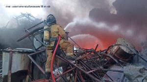 อพยพชาวกิ่งแก้วรัศมี 3-5 กิโลเมตรจากไฟไหม้โรงงานหมิงตี้ หวั่นสารเคมีอีกถังระเบิด