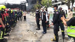 กทม. สนับสนุนเจ้าหน้าที่พร้อมรถดับเพลิง พร้อมตั้งศูนย์พักพิงรองรับการอพยพประชาชนที่ได้รับผลกระทบจากเหตุไฟไหม้โรงงานเม็ดโฟม
