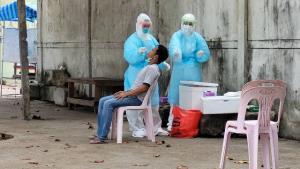 โควิดแม่สอดเข้าขั้นวิกฤต! คลัสเตอร์แรงงานพม่าลาม 3 ตำบล ติดเชื้อทะลุ 1,000 ราย ตายแล้ว 1