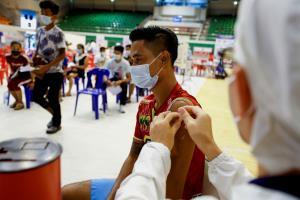 """ไทยฉีดวัคซีนโควิด-19 แล้ว 11.6 ล้านโดส """"ภูเก็ต"""" ฉีดเข็มแรกกว่า 71.61% ทั่วโลกแล้ว 3,326 ล้านโดส ใน 201 ประเทศ"""