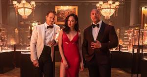 """Netflix ทุ่ม 6,500 ล้าน จับ """"ไรอัน เรย์โนลด์-เดอะ ร็อก-กัล กาด็อท"""" เจอกันในหนังฟอร์มยักษ์ Red Notice"""