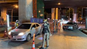 นครบาลฮึ่ม! คืนนี้จับจริง ห้ามออกนอกเคหสถาน พบฝ่าด่านเคอร์ฟิวแล้ว 949 ราย