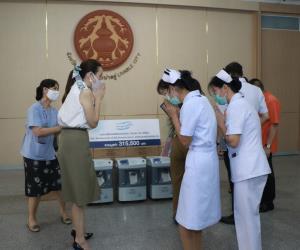 """""""มาดามแป้ง"""" เดินหน้ามอบอุปกรณ์ทางการแพทย์แก่ รพ.ต่างจังหวัด ไปแล้วกว่า 10 ล้านบาท"""