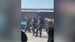CNN แพร่คลิปช็อก! อ้างตอลิบานรัวยิงประหารโหดทหารอัฟกันแม้ยอมจำนนแล้ว (ชมวิดีโอ)