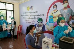 พม่าจะได้วัคซีนโควิดจากจีน 6 ล้านโดสภายใน ส.ค.นี้ ขณะยอดติดเชื้อใหม่พุ่งกว่า 7,000 ราย