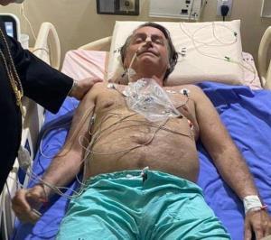 """""""โบลโซนารู"""" นอนโรงพยาบาลป่วยโรคลำไส้อุดตัน"""