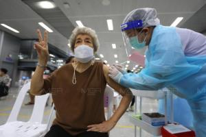 """""""กรมการแพทย์"""" เผย จะไม่ฉีดวัคซีนให้กลุ่มประชาชนมักง่าย โกงอายุจองฉีดวัคซีน"""