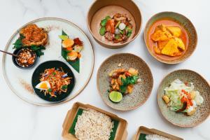 """ห้องอาหารพระนคร พร้อมเสิร์ฟชุดอาหารไทย """"ลองชิม"""" ส่งตรงจากโรงแรมคาเพลลา กรุงเทพฯ ถึงบ้าน"""