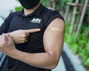 ท่ายืดกล้ามเนื้อง่ายๆ ของสายฟิต หลังฉีดวัคซีนป้องกันโควิด-19