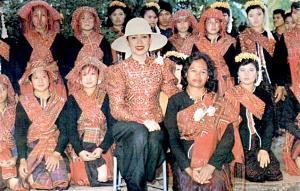 การเลี้ยงไหมมีมาตั้งแต่สมัยก่อนพุทธกาล!ส่งเสริมในเมืองไทยสมัย ร.๕ รุ่งเรืองสมัย ร๙!!