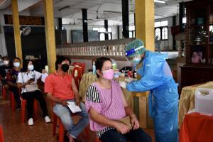 แพทย์ชนบทร่วมใจ ส่ง 13 ทีม สนับสนุนการควบคุมโรคพื้นที่ชายขอบ กทม.