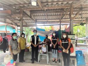กระทรวงการพัฒนาสังคมฯ รุดช่วยเหลือเด็ก 2 ราย ครอบครัวยากจน จ.สุพรรณบุรี มอบถุงยังชีพ พร้อมแนะนำการเลี้ยงดูเด็ก