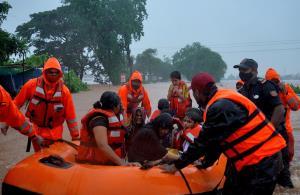 พายุฝนกระหน่ำ 'มหาราษฏระ' ทำน้ำท่วม-ดินสไลด์ ดับไม่ต่ำกว่า 112 ศพ