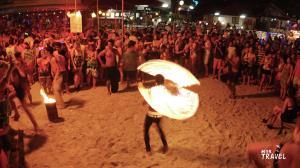 ฟูลมูนปาร์ตี้ ปาร์ตี้ริมหาดอันลือลั่นแห่งเกาะพะงัน