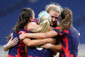 """""""สหรัฐฯ"""" คืนฟอร์มถล่ม """"นิวซีแลนด์"""" 6-1 ลุ้นตีตั๋วน็อกเอาต์บอลหญิง อลป."""