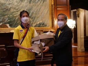 """นายกฯ มอบทูตญี่ปุ่นเป็นตัวแทนมอบดอกไม้ยินดี """"น้องเทนนิส"""" คว้าเหรียญทองโอลิมปิก"""