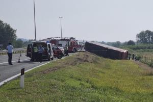 รถบัสโดยสารพลิกคว่ำลงข้างทางที่โครเอเชีย ตาย 10 เจ็บ 44 คนขับหลับใน