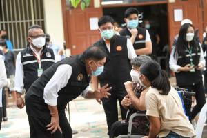 กทม. ผนึกกำลังสู้โควิด! Bangkok CCRT ปูพรมตรวจชุมชนเสี่ยงถึงประตูบ้าน