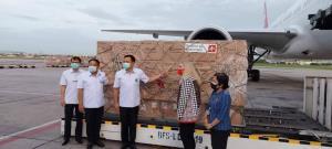 """สวิสบริจาคช่วยไทยสู้โควิด """"อนุทิน"""" รับมอบชุดตรวจ ATK 1.1 ล้านชิ้น พร้อมเครื่องช่วยหายใจ"""