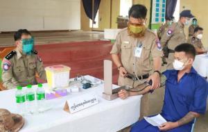 พม่าฉีดวัคซีนป้องกันโควิดให้ผู้ต้องขังคุกอินเส่ง วางแผนสร้างเมรุเพิ่มอีก 10 แห่งรองรับยอดดับ
