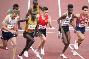 """""""คีริน"""" สปรินต์สุดกำลัง วิ่งจบ 10,000 เมตรโอลิมปิก"""
