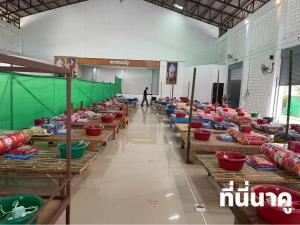 ภูมิปัญญาชาวบ้าน โรงพยาบาลสนามที่กาฬสินธุ์ ใช้ตะแคร่และเม็งเหตุเตียงไม่พอ