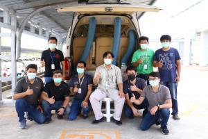 """ซินโครตรอนต่อยอด """"ห้องความดันลบ"""" ร่วมกับ ฮุก 31 เปลี่ยนรถตู้ธรรมดาพาผู้ป่วยโควิด-19 กลับบ้าน"""