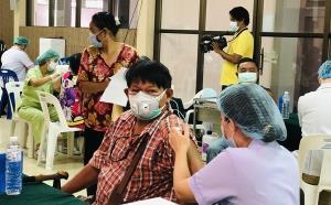 ตราดฉีดวัคซีนโควิด-19 ให้ประชาชนแล้วร้อยละ 14 ขณะที่ภาคท่องเที่ยวหวังเปิดเมือง ต.ค.นี้