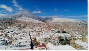 อากาศโลกรวน! หิมะตก ปกคลุมเมืองในโบลิเวีย-เปรู