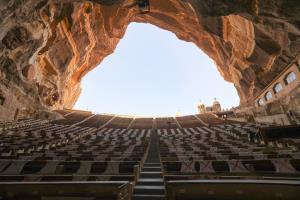 """สวยงามอลังการ """"โบสถ์ในถ้ำ"""" แห่งกรุงไคโร"""