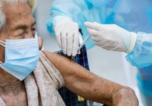 ไทยฉีดวัคซีนป้องกันโควิด-19 มากกว่า 27.6 ล้านโดสแล้ว กทม.ฉีดวัคซีนเข็มแรกกว่า 84.9%