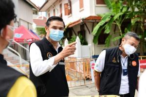 รองปลัดกทม.ตรวจเยี่ยมศูนย์พักคอยวัดปทุมคงคา เผยจัดทำศูนย์ฯ ครบ 64 แห่ง รับผู้ป่วยได้ 8 พันกว่าเตียง