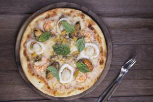 """จัดเต็ม """"พิซซ่าอิตาเลียนสูตรโฮมเมด"""" แสนอร่อย สั่ง 2 ฟรี 1 ณ ห้องอาหารเดอะ เวอรันดา โรงแรมซัมแวร์ เกาะสีชัง"""