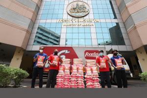 ฟู้ดสตาร์ บริจาคข้าวสาร 2,000 ถุง ช่วยสมาคมแท็กซี่ ผ่าน ก.แรงงาน