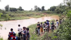 เด็ก ป.3 พากันเล่นน้ำเขื่อนยางกั้นแม่น้ำเลย โชคร้ายจมหาย 1 ยังค้นหาศพไม่เจอ