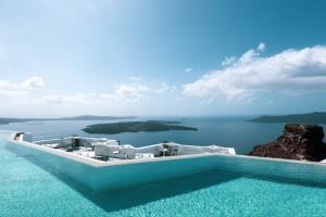 สระว่ายน้ำวิวทะเล เกาะ แห่งทะเลอีเจียน (ภาพจาก : Grace Hotel Santorini  - by Agoda)