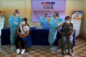 สธ.กัมพูชาแถลงชาวเขมร 70% ได้ฉีดวัคซีนป้องกันโควิดแล้วอย่างน้อย 1 เข็ม