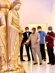 """จีนเตรียมสร้าง """"พระพุทธรูปยืนยักษ์"""" กลางเวียงจันทน์ สูง 100 เมตร ประดิษฐาน ณ เขตบึงทาดหลวง"""