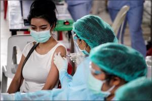 ไทยฉีดวัคซีนแล้วกว่า 35.9 ล้านโดส ฉีดวัคซีนโควิด-19 เข็ม 1 แยกตามกลุ่มเป้าหมายรวม 50.5%