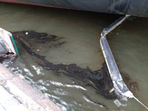 กรมเจ้าท่าสั่งล็อกเรือต้นเหตุน้ำมันรั่วไหลลงทะเลแหลมฉบัง ห้ามปล่อยจนกว่าจะดำเนินคดีเสร็จ