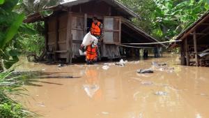 น้ำป่าภูกระดึงหลากทะลักทำลำน้ำพองเอ่อท่วมแล้วหลายหมู่บ้าน