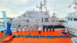 ทัพเรือภาคที่ 1 จับกุมเรือประมงดัดแปลงบรรทุกน้ำมันดีเซลผิดกฎหมาย 50,000 ลิตร