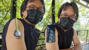 """ไขข้อข้องใจ """"อ.อ๊อด"""" ยันช้อน-เหรียญติดกับผิวหนังบนแขนได้เพราะเหงื่อ ไม่ใช่การฉีดวัคซีนแล้วเป็นแม่เหล็ก (ชมคลิป)"""