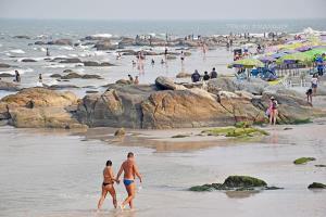ชายหาดหัวหิน (ภาพจากแฟ้มภาพ ก่อนโควิด-19)