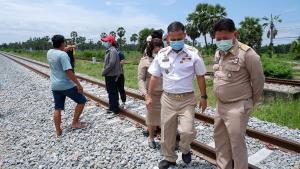 ศูนย์ดำรงธรรมจังหวัดเพชรบุรีลงพื้นที่โครงการสร้างทางรางรถไฟรางคู่ แก้ปัญหาให้ชาวบ้าน