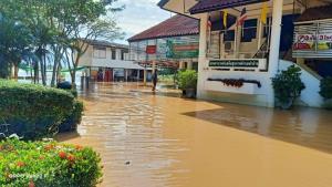 ปลัด สธ. ย้ำสถานบริการสาธารณสุขพื้นที่น้ำท่วม ดูแลผู้ประสบภัย และกลุ่มเปราะบาง