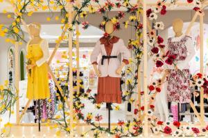 """""""เซ็นทรัล-โรบินสัน"""" ปลุกมู้ดชอป เนรมิตห้างฯ ด้วยดอกไม้พร้อมโปรฯ แรง"""