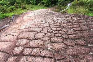 หินรูปร่างแปลกตาในเส้นทางลานหินปุ่ม-ผาชูธง-ซันแครก