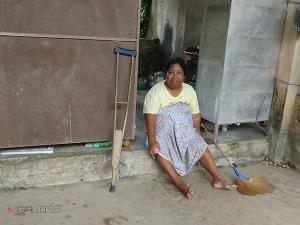 หญิงพิการชาวตรังวอนขอความช่วยเหลือ อาศัยอยู่ในบ้านร้างเพียงลำพัง ต้องใช้ชีวิตอย่างยากลำบาก