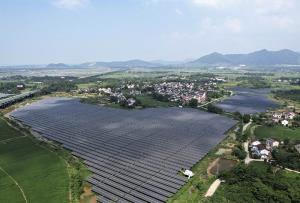 (ชมภาพ/คลิป) 'โซลาร์ฟาร์มลอยน้ำ' พันไร่ในอันฮุย ช่วยสร้างงาน-เพิ่มพูนรายได้